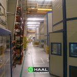 Obudowy akustyczne linii pras w hali produkcyjnej