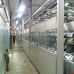 Ściana akustyczna ze zdalnie sterowanymi segmentami podnoszonymi